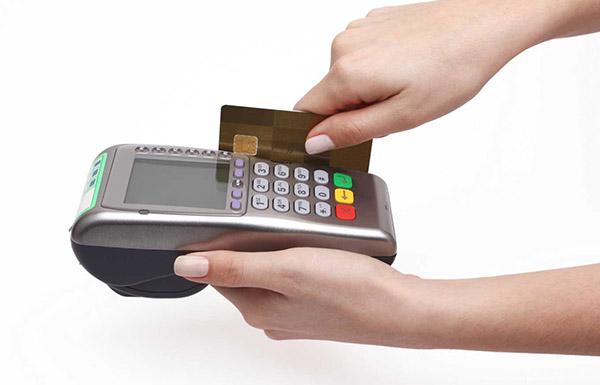 Mức phí đáo hạn thẻ tín dụng Vietcombank thấp